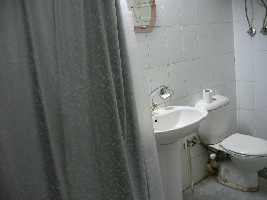 Isis Hotel: Bathroom