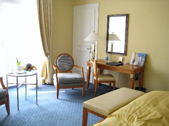Eden Au Lac: Spacious room