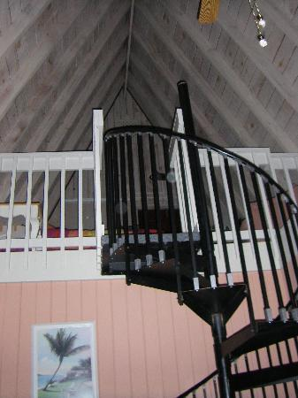 Anchor Inn & Cottages: Spiral stairs leading up to loft