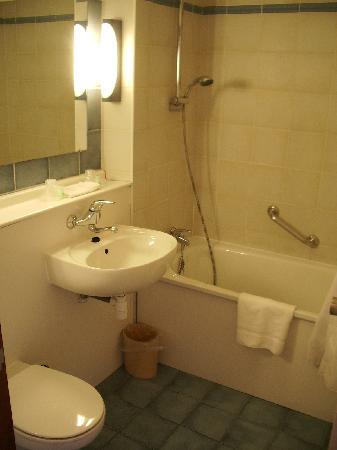 Campanile Rotterdam Oost: Bathroom