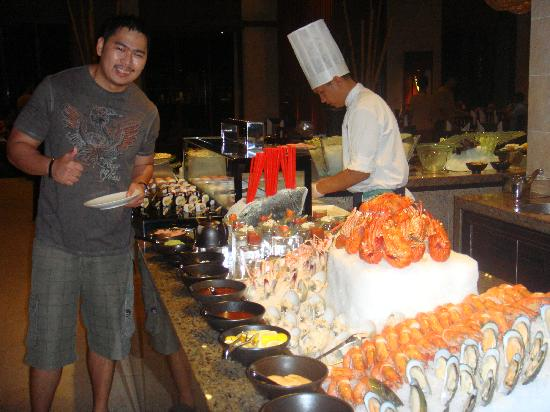 Shangri-La's Boracay Resort & Spa : lobster and prawns buffet