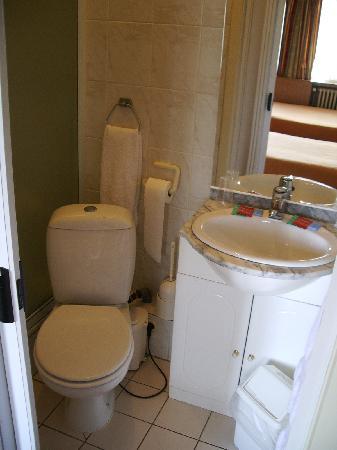 Hotel Terminus: Bathroom, room #16
