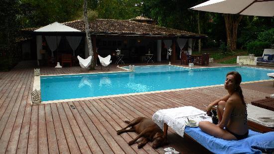 Etnia Pousada & Boutique : relaxing around the pool