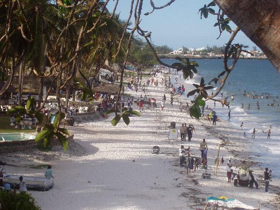 Mombasa Beach Hotel: beach at the hotel