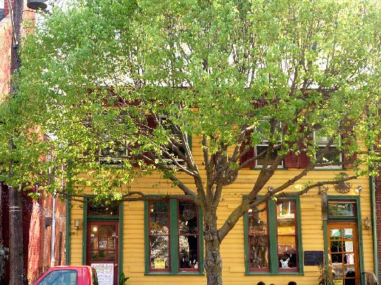 Shepherdstown, Virginia Occidental: Colorful shopping district