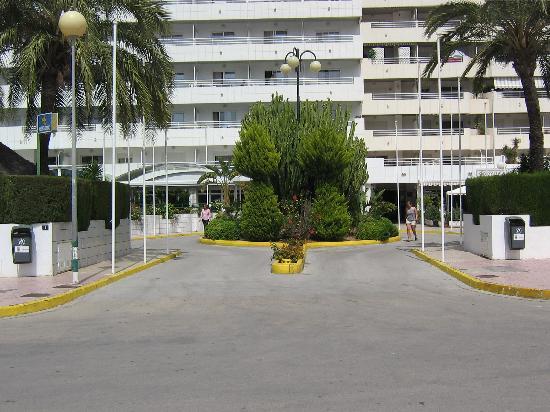 AR Roca Esmeralda & SPA Hotel : Acceso mu cómodo y amplio desde la calle.