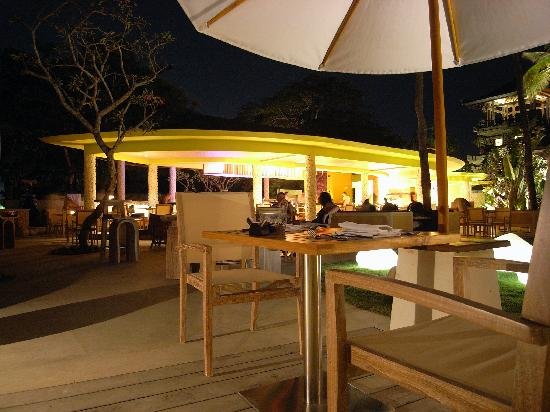 Holiday Inn Resort Baruna Bali: Bar Area