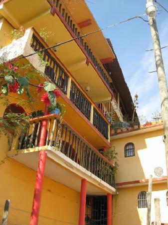 Casa Adriana: view from walkway to beach