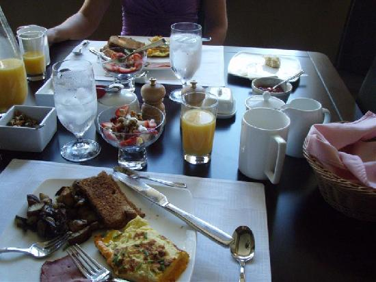 Maria's Bed and Breakfast: Broader shot of breakfast