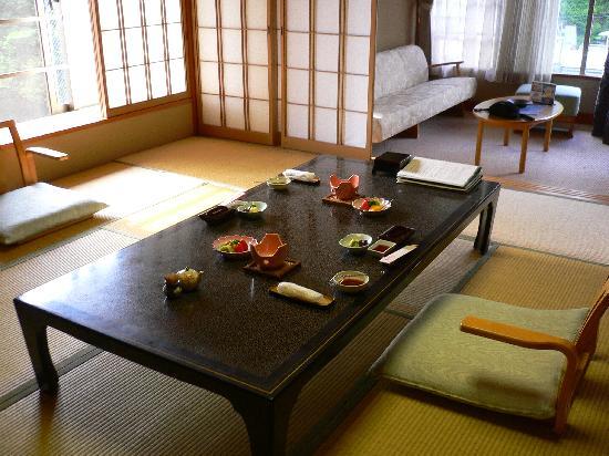 Hotel Kajikaso: Preparing Breakfast