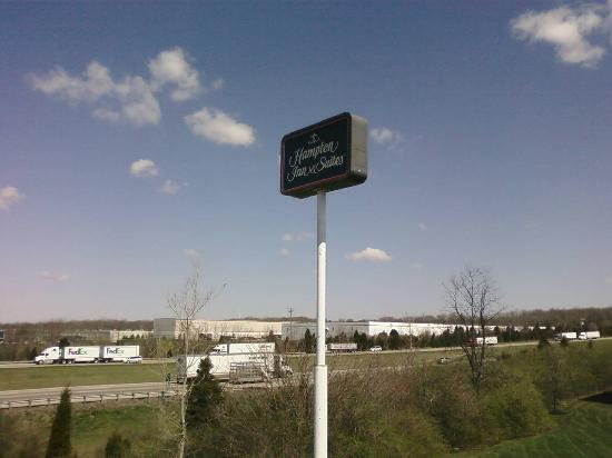 Hampton Inn Suites Springboro: Sign from highway