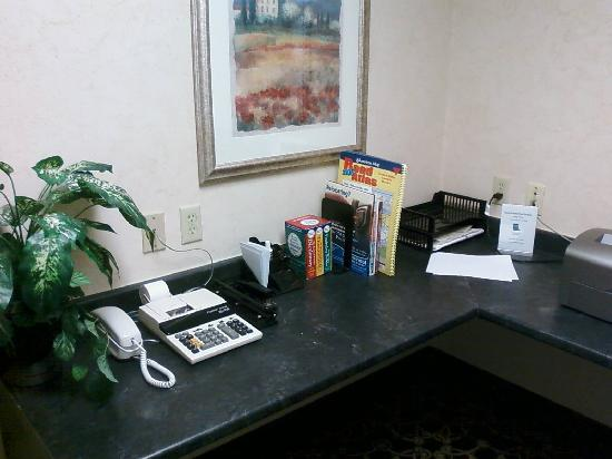 Hampton Inn Suites Springboro: Business Center - view 2