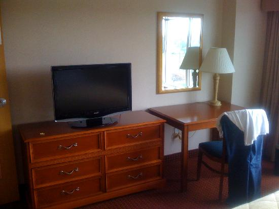Embassy Suites by Hilton Columbus Dublin: even more bedroom