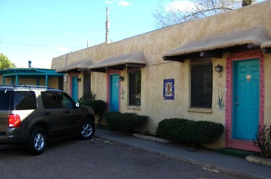 Western Scene Motel: Motor court rooms