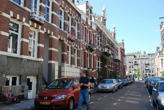 The Vondelpark Suites: exterior of house