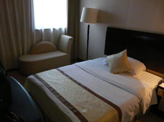 โรงแรมเรดวอลล์: Sovrum från hall