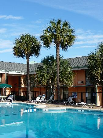 Best Western Charleston Inn: Nice pool