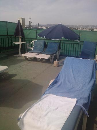 Crystallo Apartments : The roof garden!!