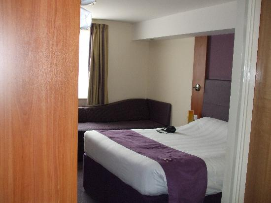 Premier Inn Southampton North Hotel: Our room