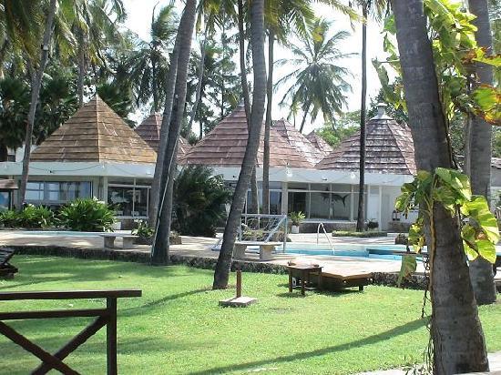 Kenya Bay Beach Hotel : gardens
