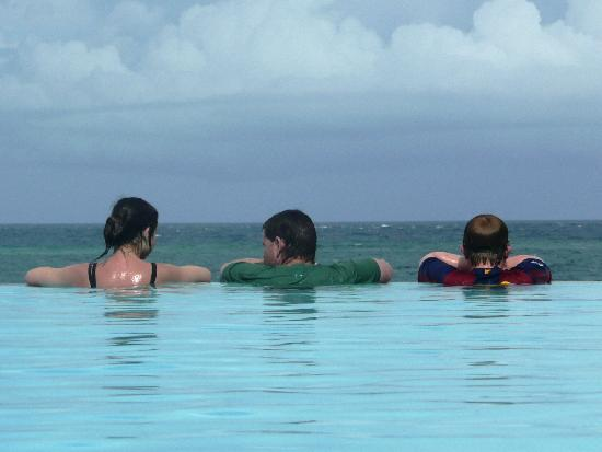 Baobab Beach Resort & Spa: Infinity pool - lovely.