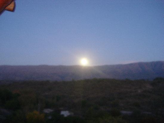 Cabanas Casas del Arroyo: Sale tras las sierras la luna nueva en Semana Santa 2009