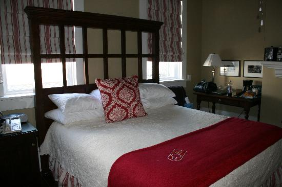 The Marshall House: Bed
