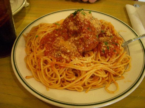 Mary's Pizza Shack: spaghetti with meatballs