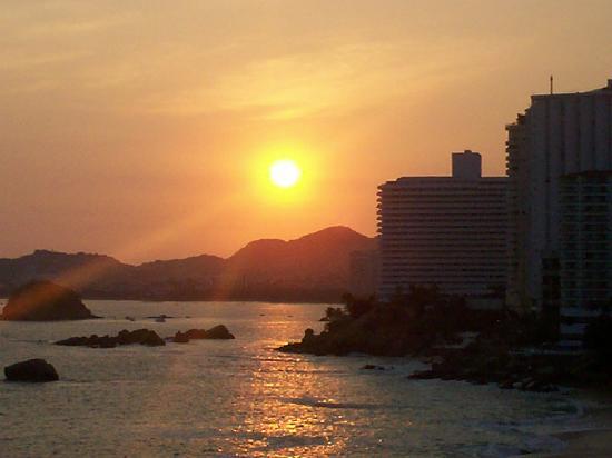 Elcano Hotel: Puesta de sol desde el balcon
