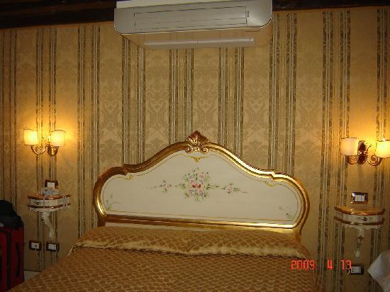 Hotel e Residenza San Maurizio: Room