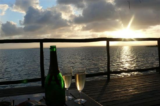 Flamingo Bay Water Lodge: Complimentary champagne for honeymooners