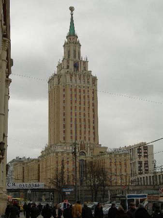 Hilton Moscow Leningradskaya: vue depuis la place des komsomolsks