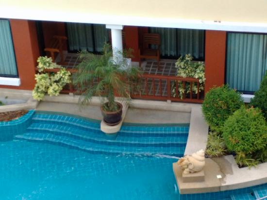 Patong Paragon Resort & Spa: rooms with direct access to the pool