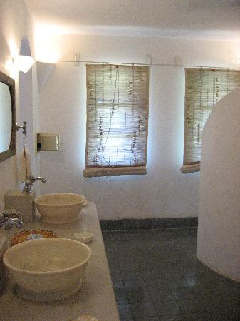 Sur La Mer: Bathroom with his and hers sinks.