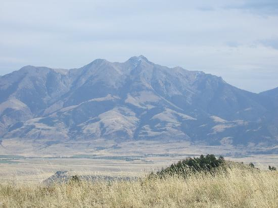 Mountain Sky Guest Ranch: My favorite view of Emigrant Mountain