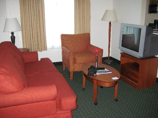 TownePlace Suites Boca Raton: Living Room