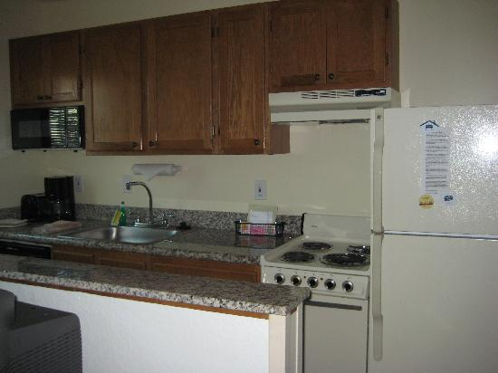 TownePlace Suites Boca Raton: Kitchen