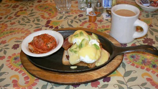 Breakfast Club: Calfirornia Benedict with tomato au gratin