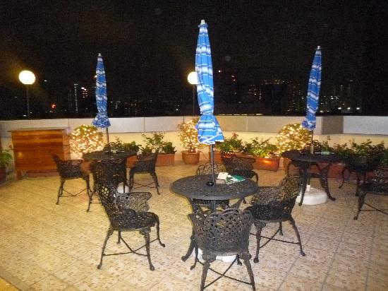 Stanford Hillview Hotel : roof terrace deserted