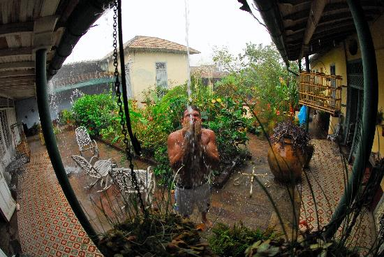 Bathing in the courtyard in the rain at casa Meyer
