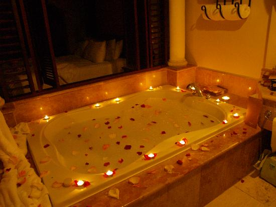Habitacion romantica picture of paradisus palma real for Decoracion de habitacion para una noche romantica