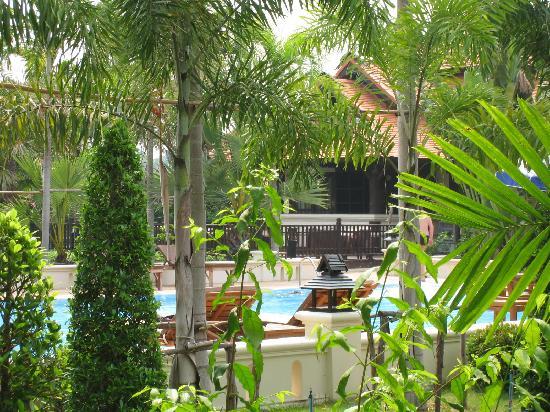 Horizon Village & Resort: Wiev to the swimming pool