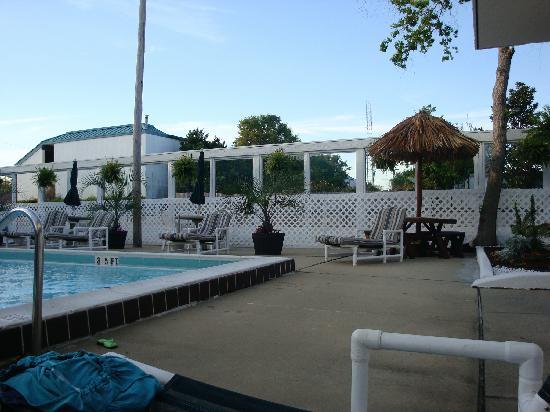Village Inn of Destin: The pool.