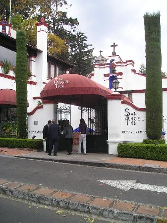 San Jacinto Plaza : El San Angel Inn
