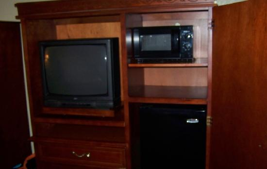 Baymont Inn & Suites Rock Springs: TV / Microwave / Fridge