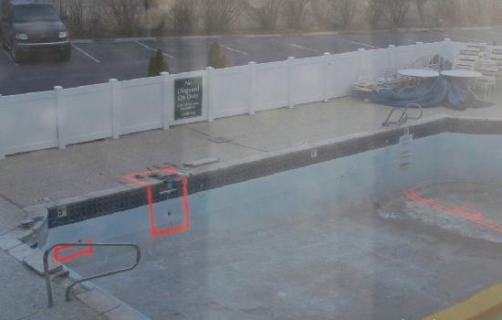 Baymont Inn & Suites Rock Springs: My daughter wouldn't jump in, Im not sure why lol