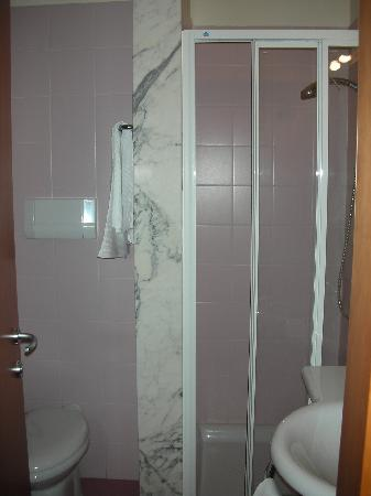 bagno - Picture of Hotel Arca, Spoleto - TripAdvisor