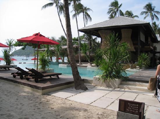 Anantara Rasananda Koh Phangan Villas: main lobby and pool