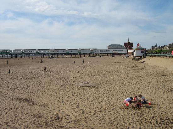 Lytham St Anne's, UK: Beach and pier, St Annes, April 2009