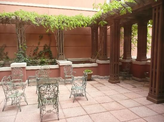 Ettau0027s Place: Outside Patio